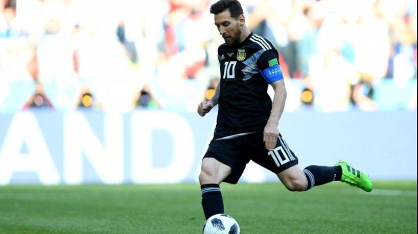 Messi lanza un penalti con Argentina en el Mundial. Foto: afa.com.ar