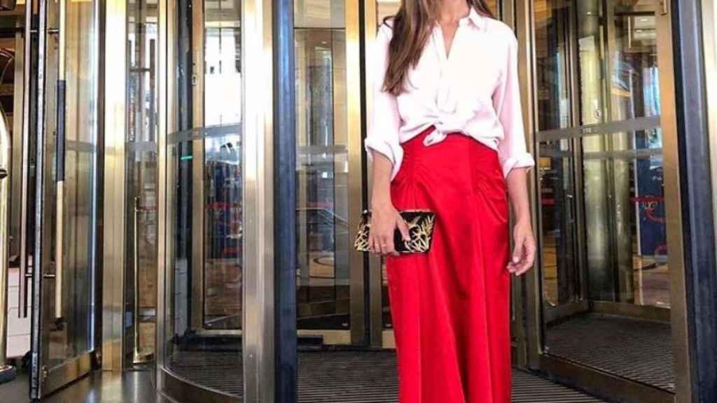 Sara Carbonero y su estilismo de apoyo a 'La Roja'.