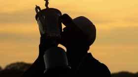 Brooks Koepka con la copa del US Open
