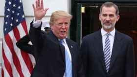 Felipe Vi y Donald Trump en su saludo a las puertas de la Casa Blanca.