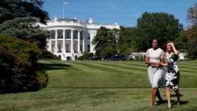 Michelle Obama y Letizia por los jardines de la Casa Blanca.
