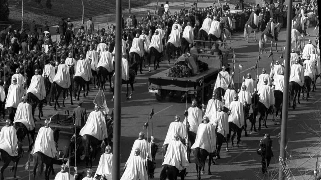 Traslado del cuerpo de Francisco Franco del Palacio Real al Valle de los Caídos, el 23 de noviembre de 1975.