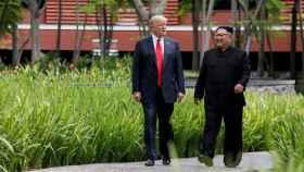 El presidente estadounidense junto a Kim Jong-un durante su cumbre en Singapur.