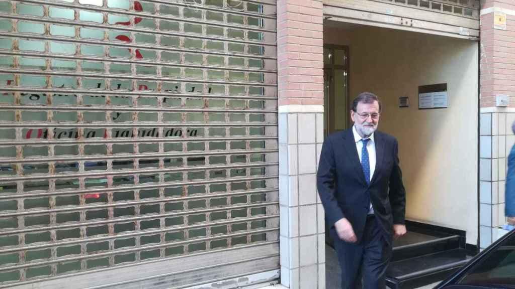 Rajoy, a la salida del Registro de Santa Pola el día que tomó posesión.