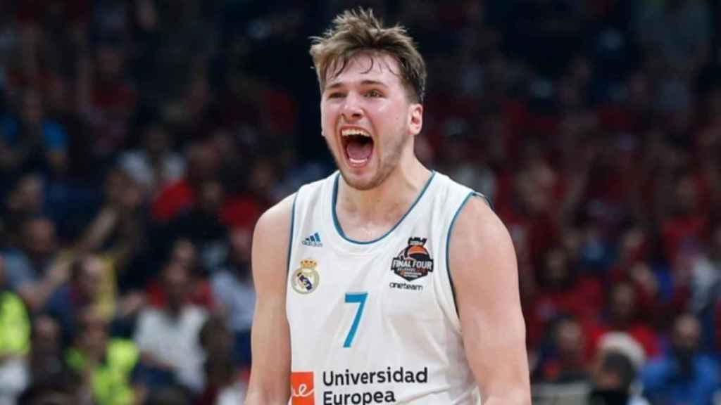 Luka Doncic celebrando una canasta