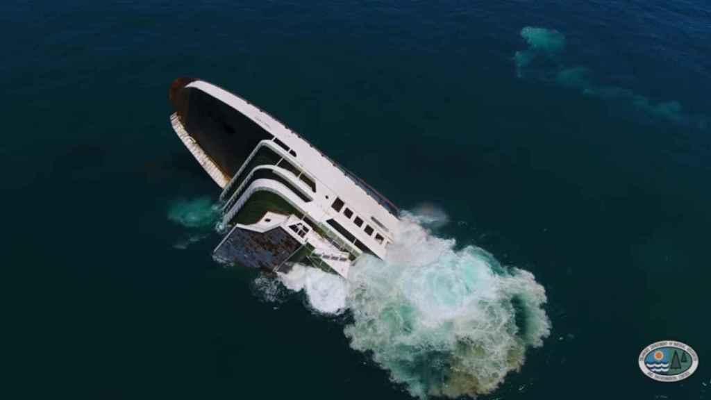El ferry fue sumergido este pasado viernes en el Atlántico.