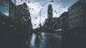 Lluvia tras los cristales.