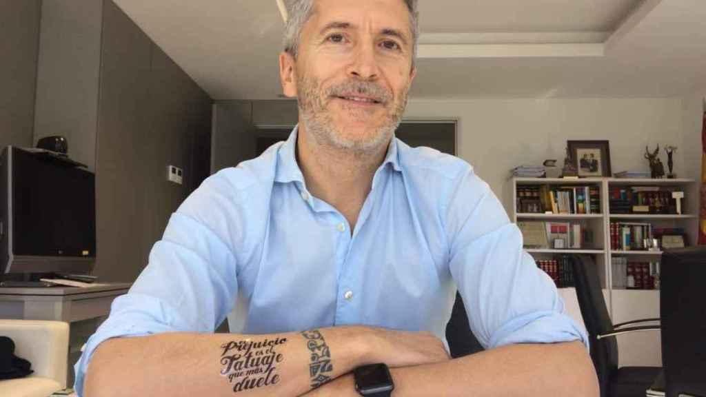 Grande-Marlaska con un tatuaje que es una declaración de intenciones.