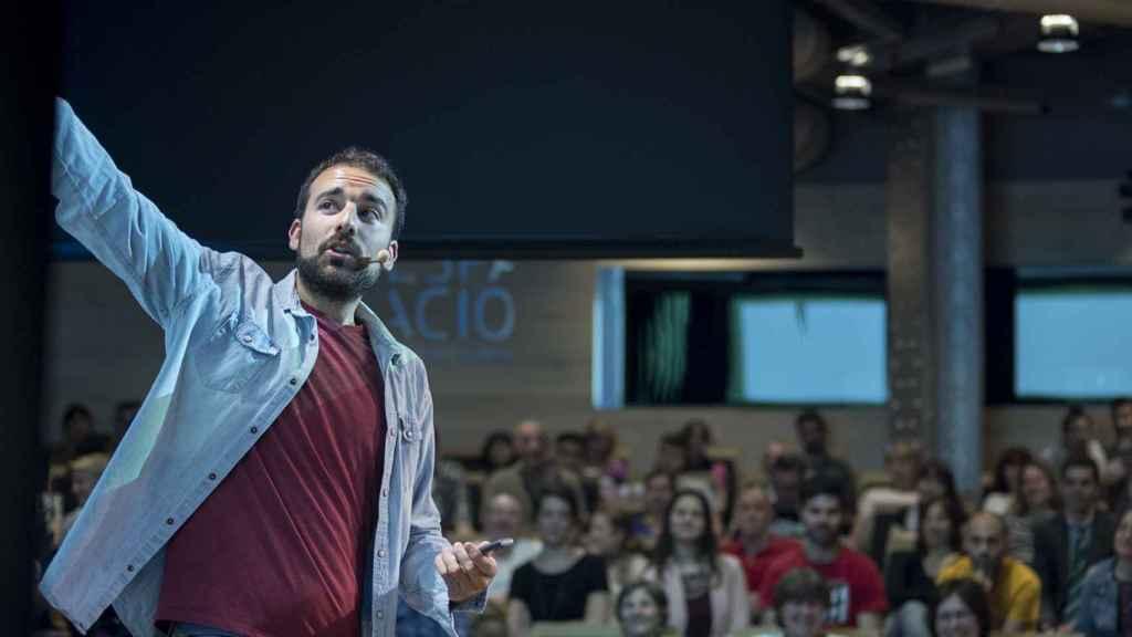 El dietista-nutricionista Aitor Sánchez durante la presentación de su libro en la Fundación Telefónica de Madrid.