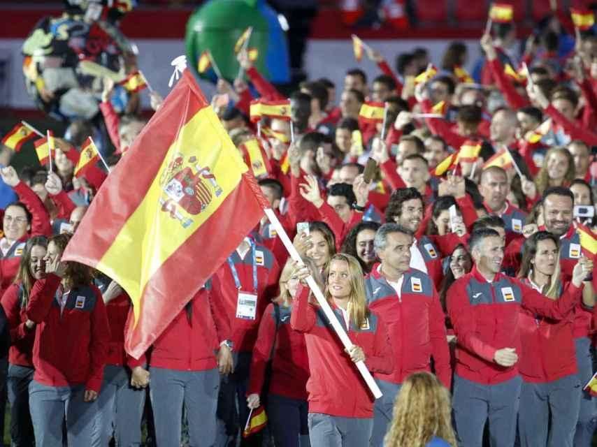Mireia Belmonte, abandera de la delegación española, en la ceremonia de inauguración.