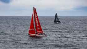El Mapfre, casi en paralelo con el Brunel, durante la 11ª etapa de la Volvo Ocean Race.