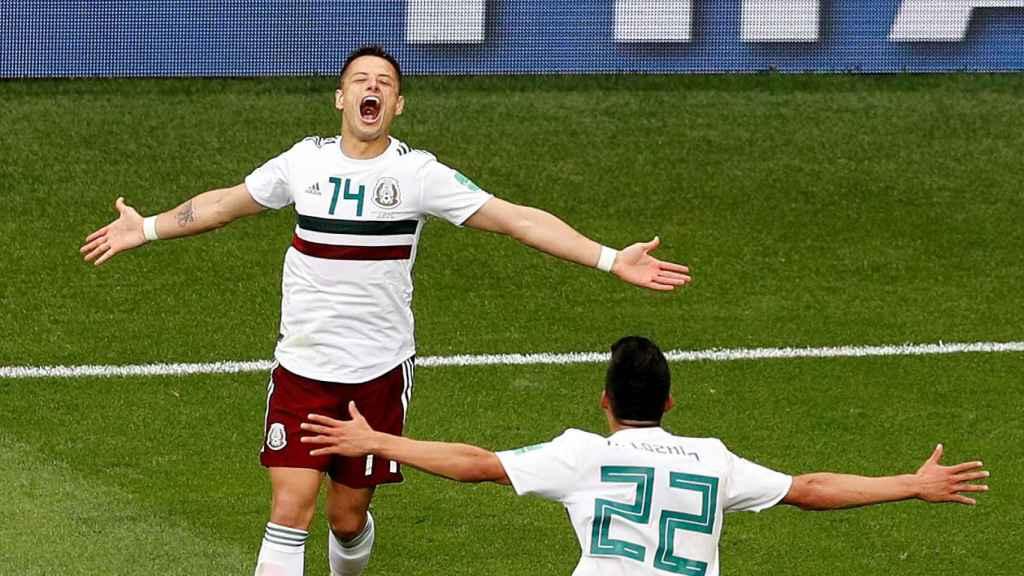 Chicharito Hernández celebra el segundo gol de México ante Corea del Sur
