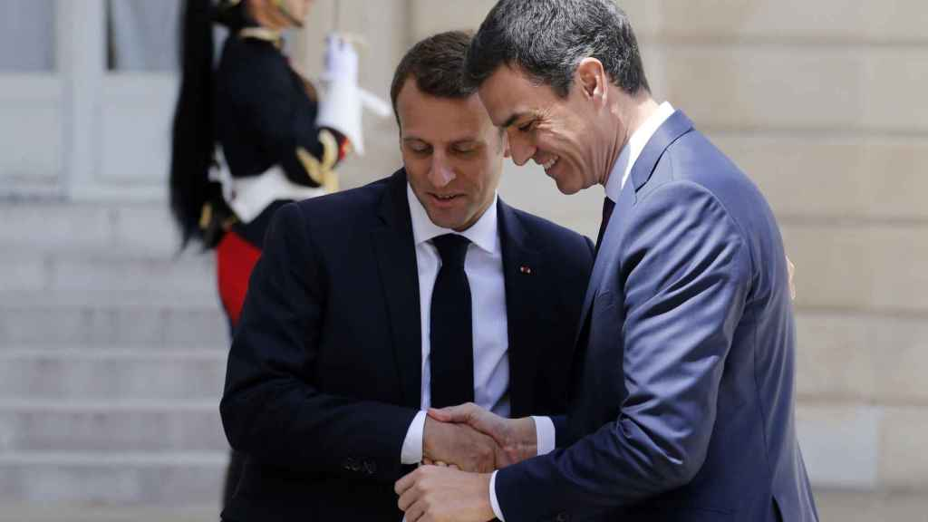 Pedro Sánchez, junto a Emmanuel Macron, en su primera visita al Elíseo.