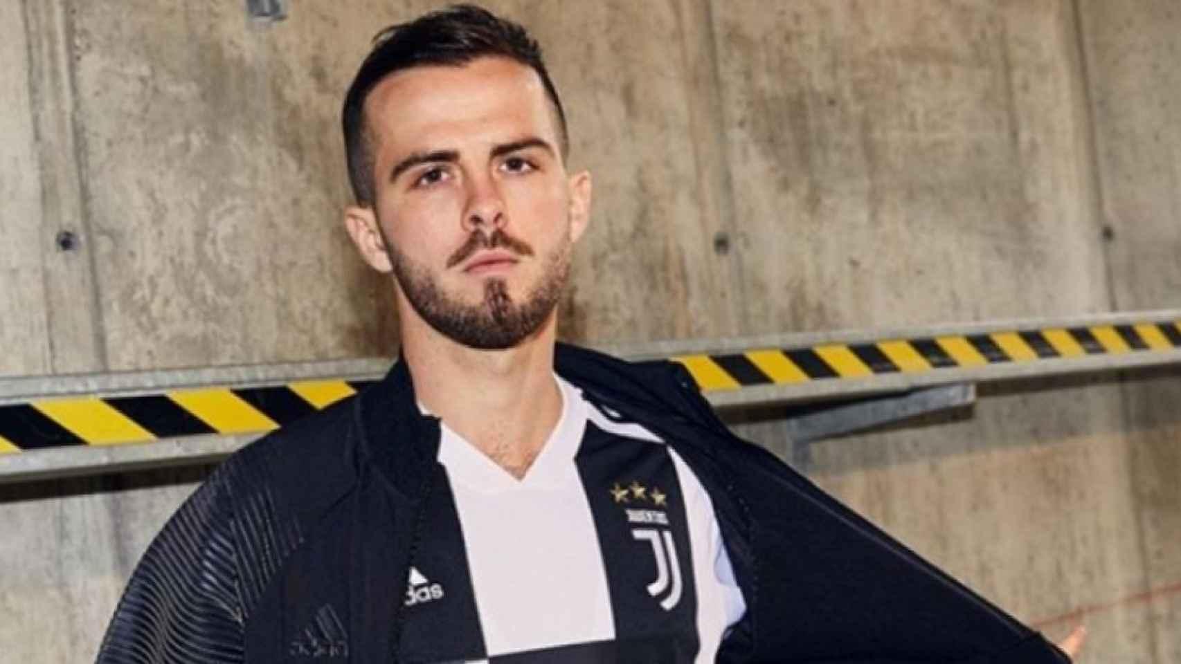 Pjanic con la nueva equipación de la Juventus