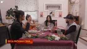 Toñi Salazar junto a Kiko Rivera, Julio Iglesias Jr y Elena Tablada en la mesa de 'Ven a cenar conmigo Gourmet Edition'.
