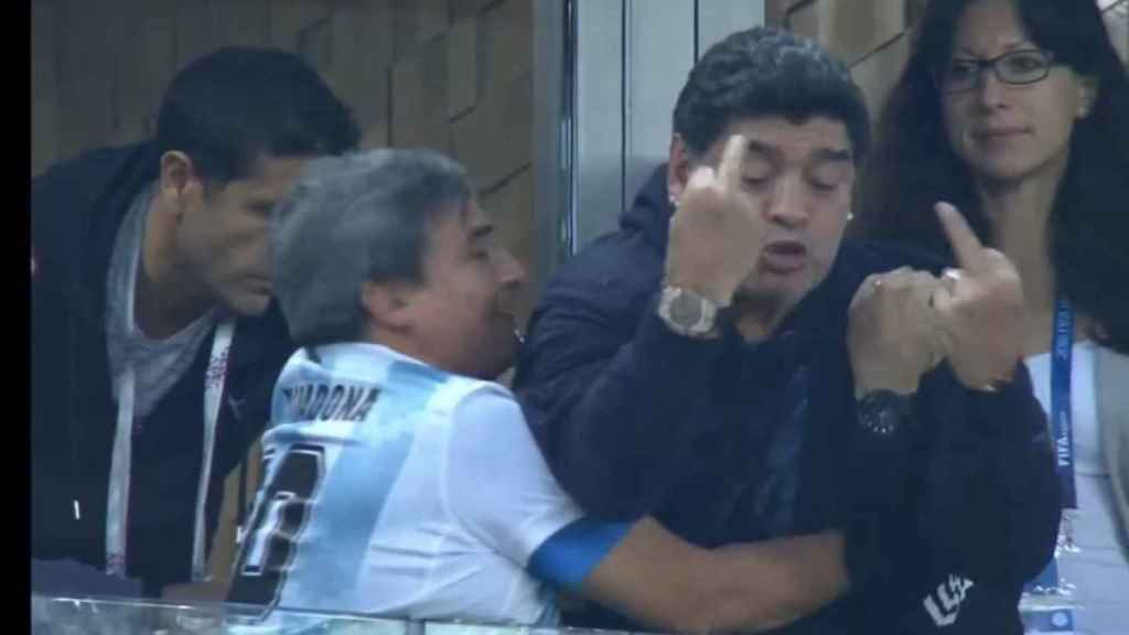 La peineta de Maradona ante Nigeria.
