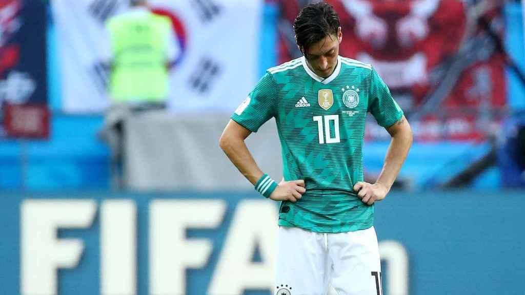 Özil, derrotado tras caer en el Mundial.