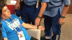 Maradona, en evidente mal estado, durante el Nigeria - Argentina.