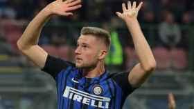 Skriniar celebra un gol con el Inter