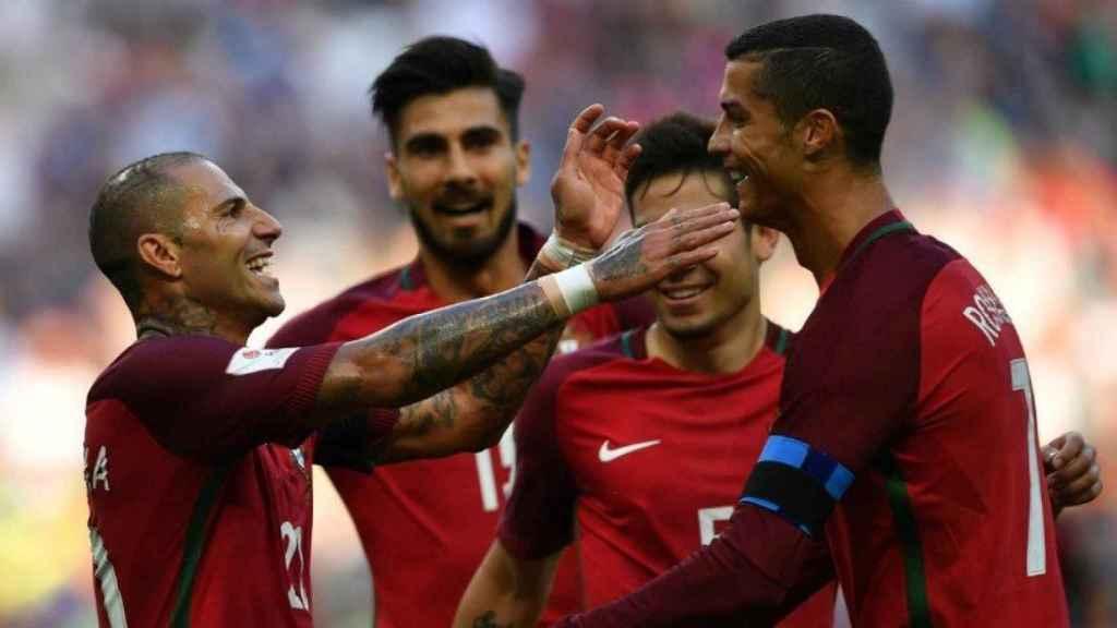 Cristiano celebra junto a Quaresma. Foto- Twitter (@ChampionsLeague)