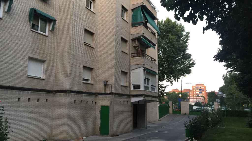 Portal número 18 de la calle de Las Palmas, donde se ha producido el suceso.