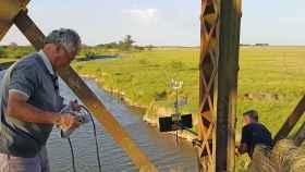 Instalación de los nodos en el puente de Conesa, Buenos Aires.