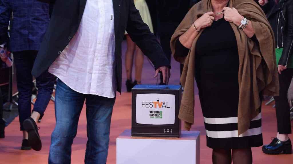 Karlos y su mujer en un evento.