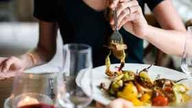 Los ideólogos de esta dieta recomiendan comer unos alimentos u otros en función del azúcar en sangre.