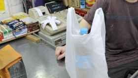 Las bolsas de plástico más pequeñas dejan hoy de ser gratuitas