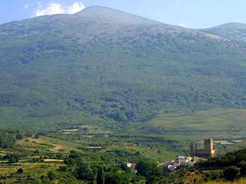 El castillo y el monte Moncayo.