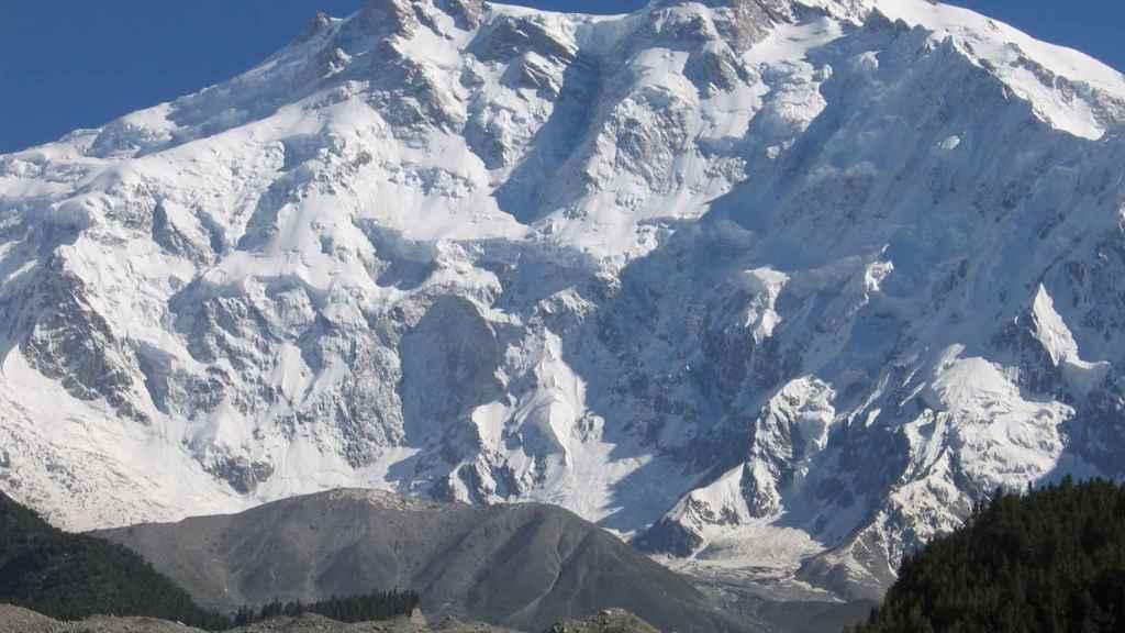 El Nanga Parbat está situado en Pakistán.
