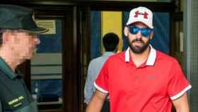 Antonio Manuel Guerrero, el guardia civil de 'La Manada', a su llegada este lunes al juzgado de guardia de Sevilla para firmar.