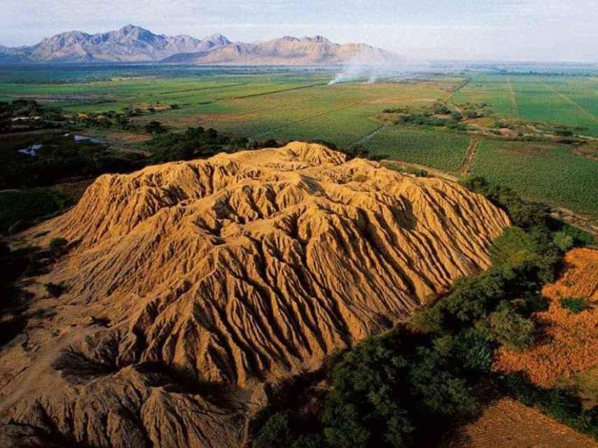 Vista del Valle de Pirámides de Perú.
