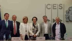 Antonio Garamendi, presidente de CEPYME, Juan Rosell, Presidente de CEOE, Fátima Báñez, exministra de Trabajo; Magdalena Valerio, ministra de Trabajo; Unai Sordo, líder de CCOO y Pepe Álvarez de UGT.