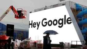 Fachada de un edificio con la publicidad de Google.