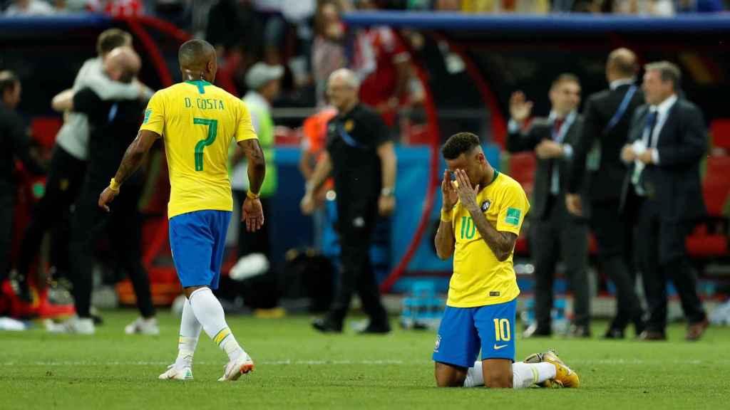 Neymar, hundido al final del partido.