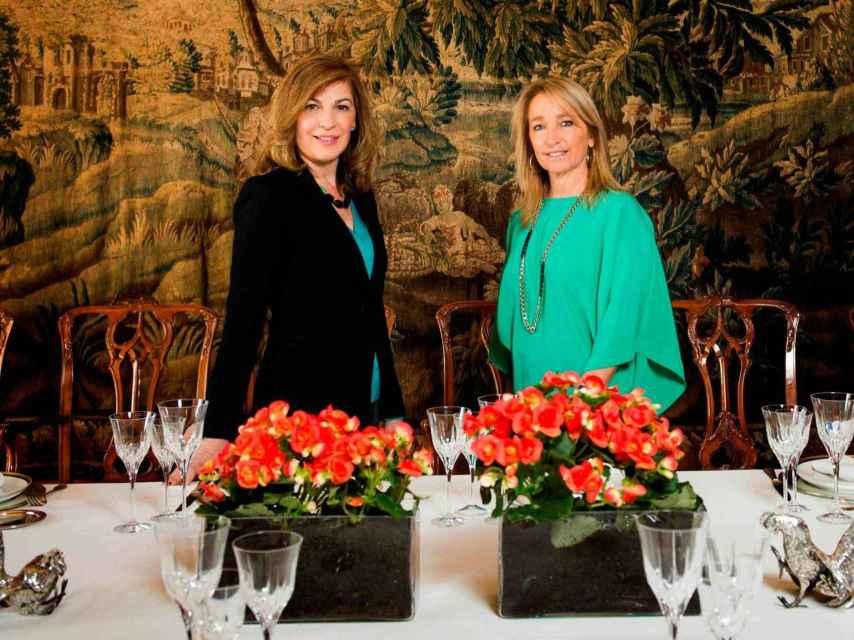 Amaya de Miguel, a la izquierda, en el programa de televisión De casa Estilo de Embajada.