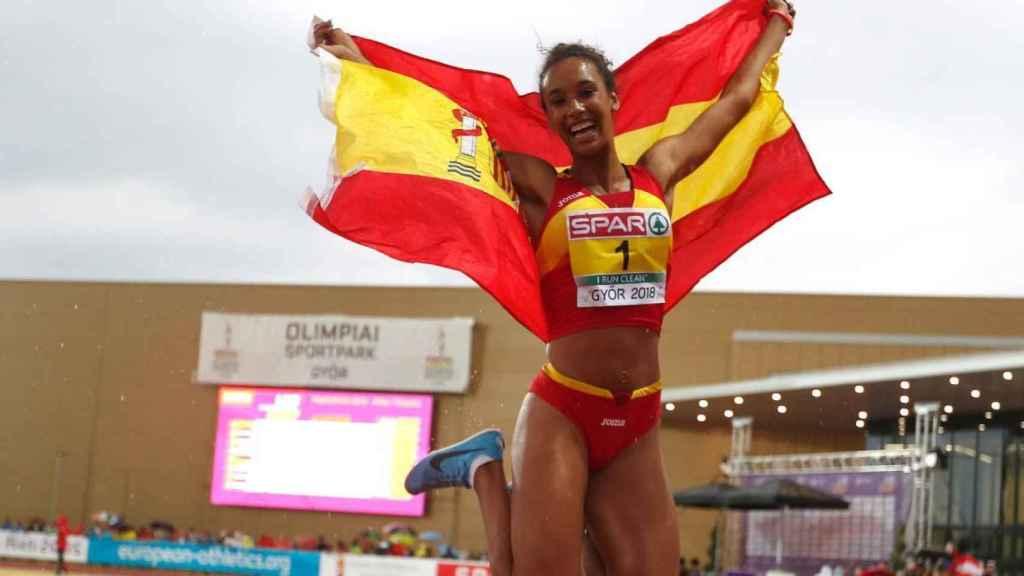 María Vicente celebra su victoria.