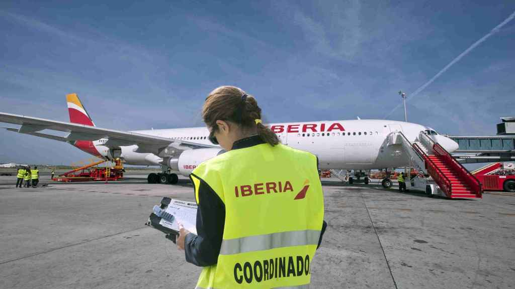 Trabajadores de tierra de Iberia en el aeropuerto de El Prat.