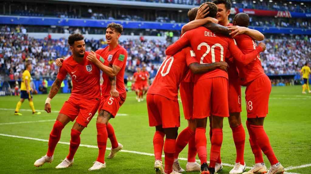Inglaterra celebra el gol de Dele Alli.