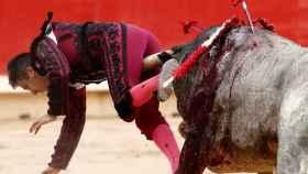 El torero ha sido corneado al entrar a matar