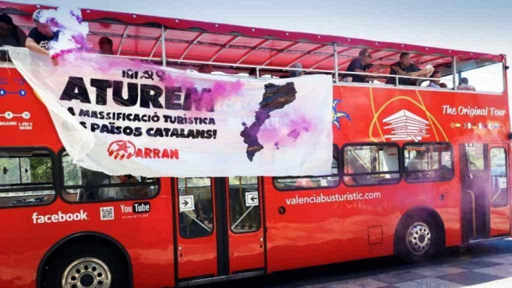 El bus atacado en el Paseo de la Alameda, Valencia