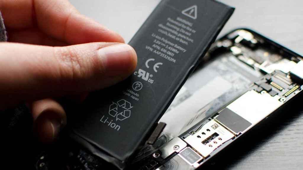 Cambio de batería en un iPhone.