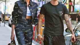 Hailey Baldwin y Justin Bieber por las calles en una imagen reciente.