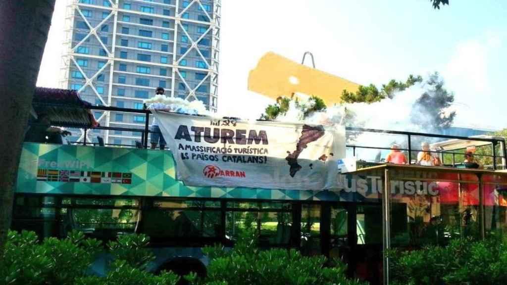 Este es el bus turístico atacado en Barcelona