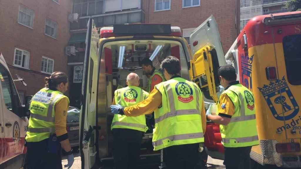 Miembros de los servicios de emergencia en una foto de archivo.