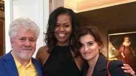Almodóvar, Michelle Obama y Penélope Cruz. Fotografía extraída del Instagram de la actriz.