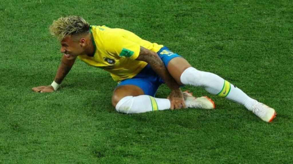 Neymar se duele del tobillo. Foto fifa.com