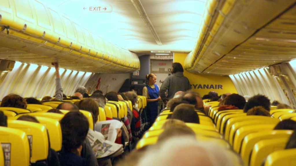 Un tripulante de Ryanair: Si no cumples con las ventas, te mandan a Londres, una base digna de Corea del Norte