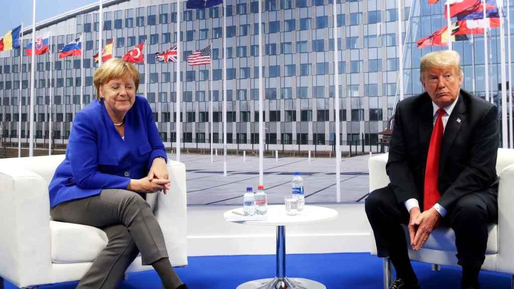 Trump se ha reunido con Merkel tras arremeter contra Alemania